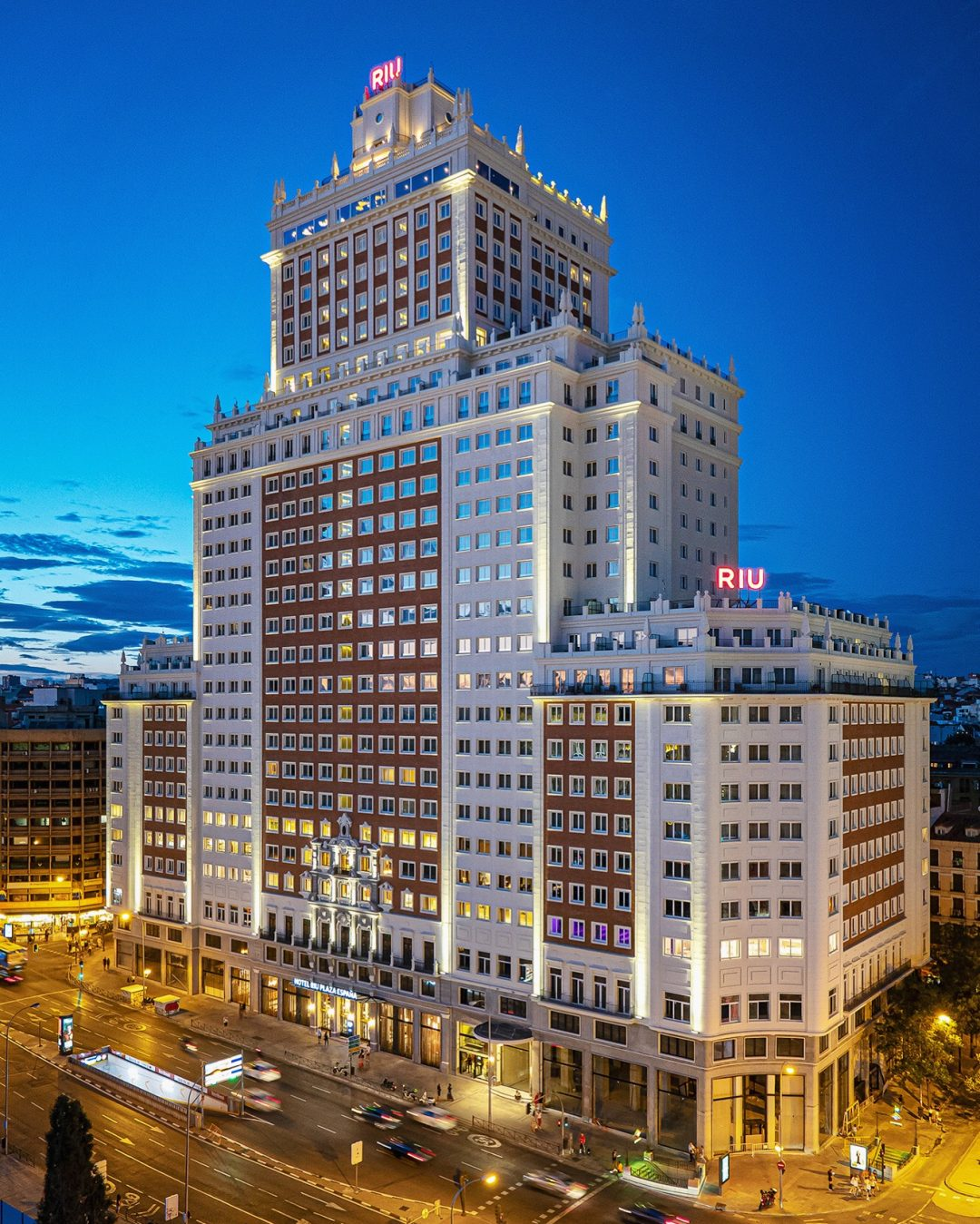 hotel-riu-plaza-españa-por-adolfo-gosalvez